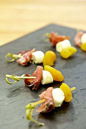 brochettes-speck-fromage-abricot